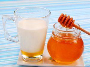 Молоко с медом на ночь