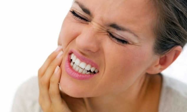Стискивание зубов во время ночного сна