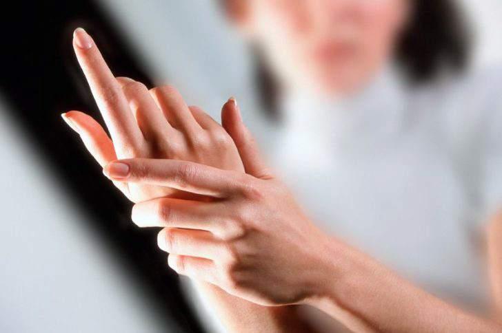 Почему во сне немеют пальцы рук