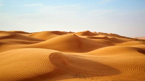 К чему снится песок: мокрый морской, грязный или чистый, толкование сновидений