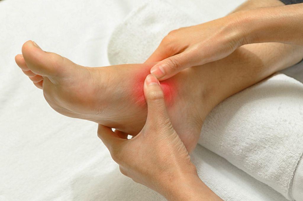 Почему по утрам болят суставы ног лечение сустава донецк