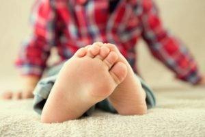 Болят стопы ног у ребенка