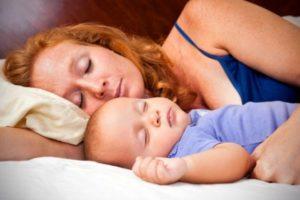 ребенок потеет во время сна при рахите