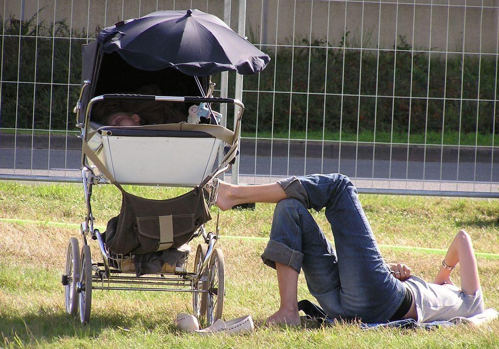 Сон ребенка на улице в коляске