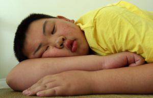 Лишний вес как причина нарушения сна