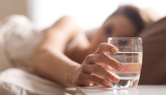стакан горячей воды утром натощак