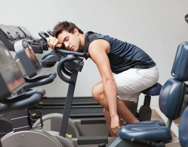 Переутомление - одна из причин утренних болей в поясничном отделе