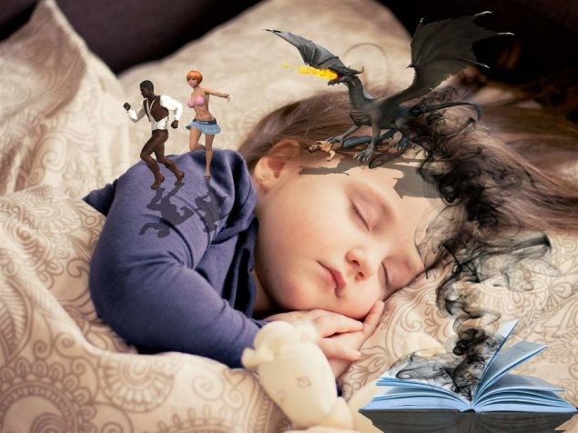 Одна из возможных причин потения ребенка ночью - вечернее перевозбуждение, яркие впечатления