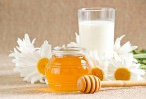 Молоко с ромашкой и медом