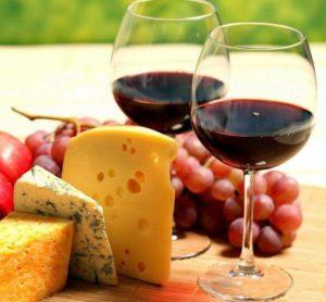 Определенная пища и алкоголь могут вызывать ночную потливость