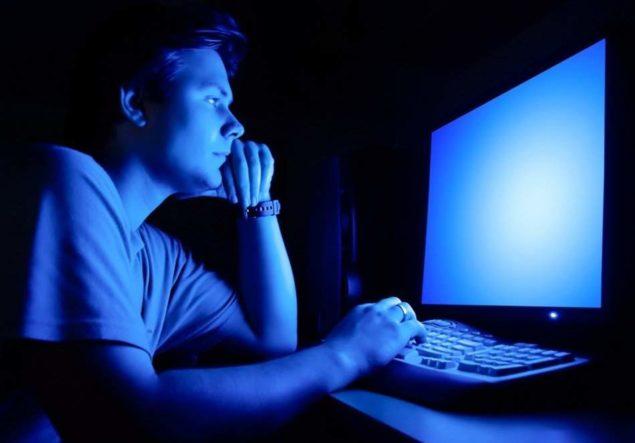 Ночное просиживание за компьютером - причина проблем со сном