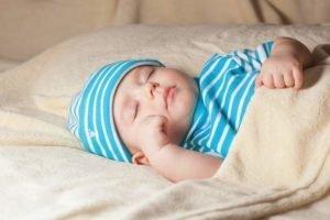 Вздрагивания младенцев естественны