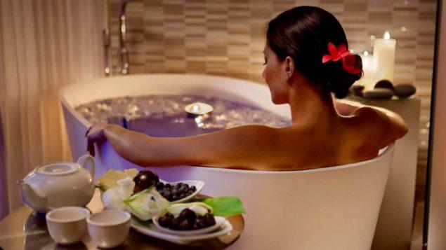 Расслабляющая ванна с травами