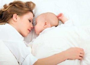 Малыш не хочет спать на жестком матрасике