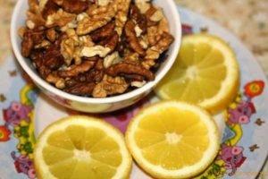 С лимоном и орехами