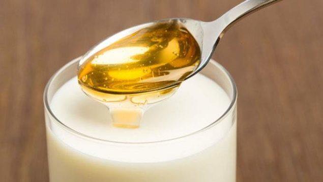 Молоко с медом от бессоницы у пожилых
