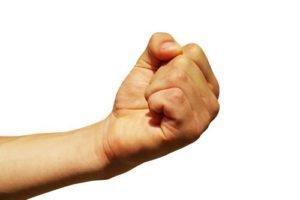 Сжатие кисти в кулак