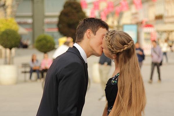 Сонник поцелуй в щеку незнакомца. к чему снится поцелуй в щеку незнакомца видеть во сне - сонник дома солнца