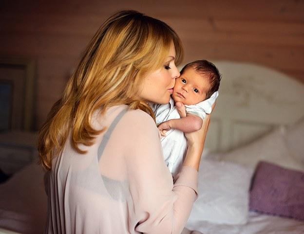 Сонник держать грудного ребенка на руках. к чему снится держать грудного ребенка на руках видеть во сне - сонник дома солнца