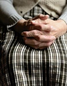 Умершая бабушка умирает во
