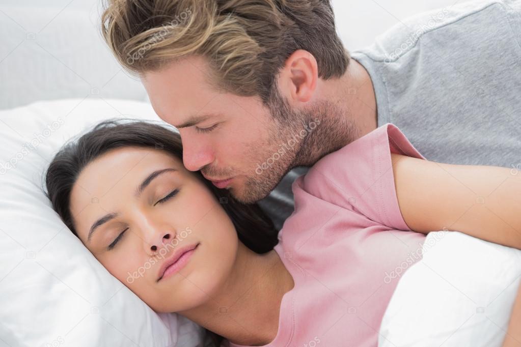 Сонник поцелуй в щёку от знакомого. к чему снится поцелуй в щёку от знакомого видеть во сне - сонник дома солнца