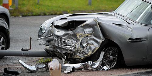 Авария врезаться в автомобиль