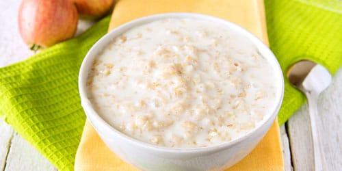 Кормить рисовой кашей