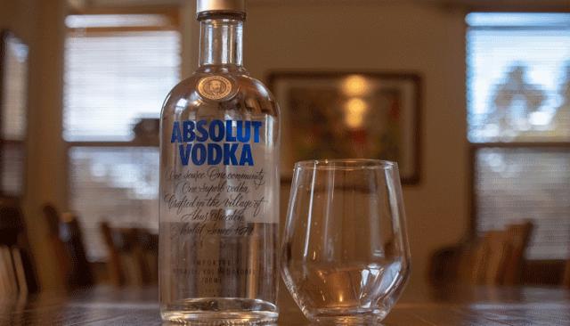Сонник пить водку из бутылки. к чему снится пить водку
