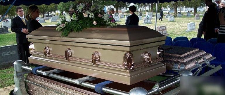 Гроб: сонники трактуют к чему снятся гробы