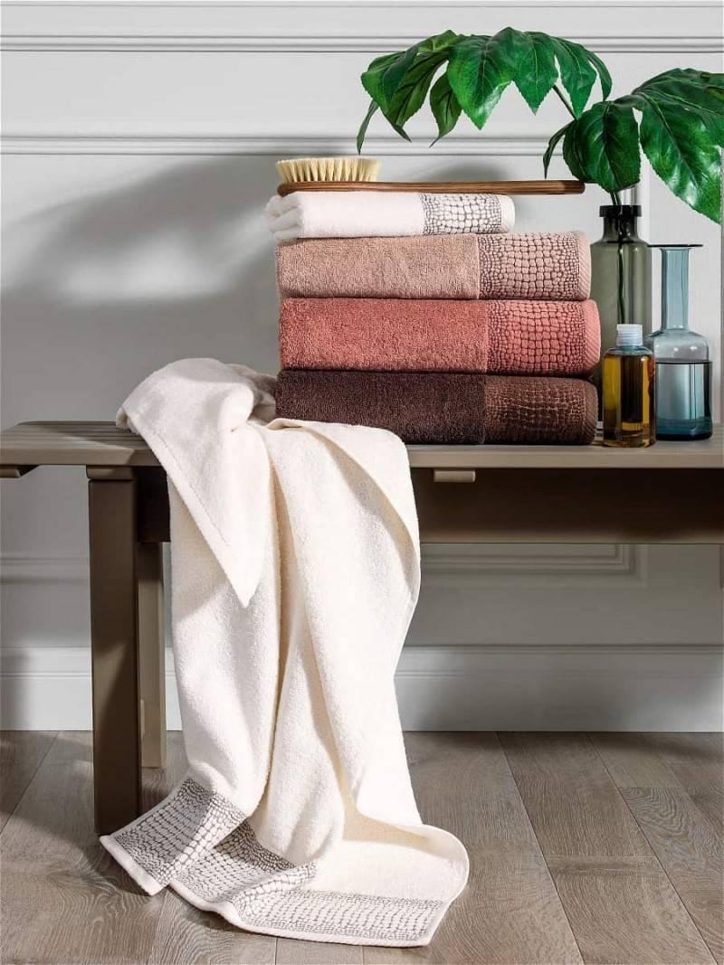 К чему снится чистое или грязное полотенце по сонникам