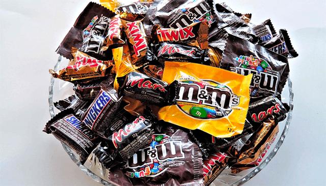 Кушать много сладостей