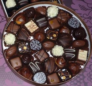 Много конфет во сне видеть. сонник, толкование снов много конфет